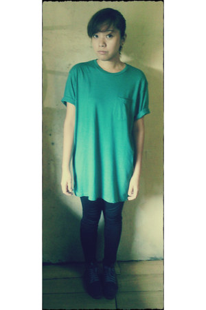 teal Old Navy t-shirt