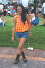 Brown-aldo-boots-navy-highwaist-greenhills-shorts