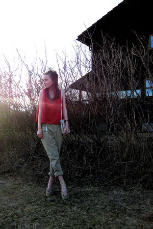 beige Nelly shoes - white vintage bag - red vintage top - beige H&M pants