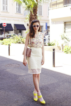 light yellow sangallo H&amp;M skirt - pink studded leather Paula Cademartori bag
