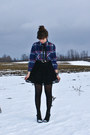 Navy-thrifted-shirt-black-suzy-shier-skirt