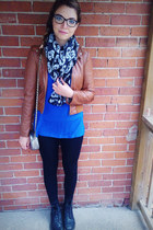 black skull scarf Stiches scarf - black doc martens boots - blue Old Navy shirt