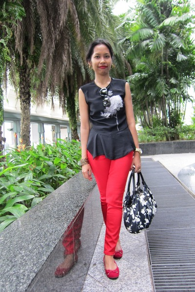 red Zara jeans - navy flowered prints kate spade bag - red Aldo flats