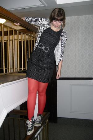 Converse shoes - delias sweater - tights