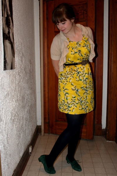 Old Navy dress - Forever21 sweater - Chinese Laundry belt - vintage shoes