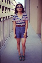 tan v-neck tribal Urban Outfitters t-shirt - teal jazz Chelsea Crew shoes