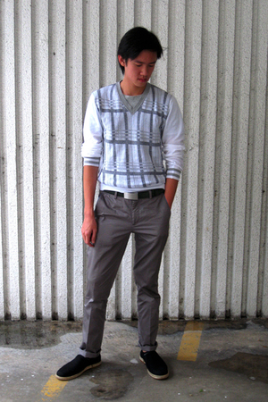 Graphic t-shirt - Zara sweater - Zara belt - Zara pants - calvin klein shoes