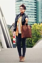 gray leggings - brown bag - beige shoes - silver t-shirt - gold blazer - black j
