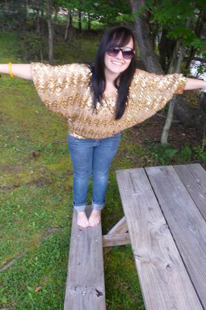 Goodwill top - delias sunglasses - delias jeans