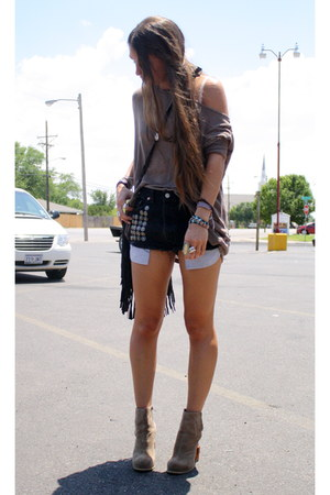 Levis shorts - Jeffrey Campbell boots - fringed leather Romans 122 bag