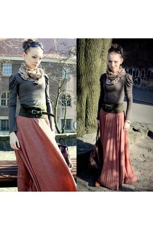 salmon skirt - army green top