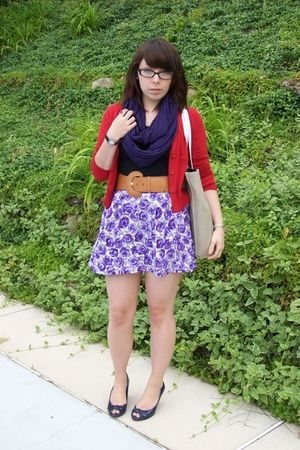 b moss sweater - scarf - Wet Seal skirt - payless shoes - Wet Seal belt - Daisy