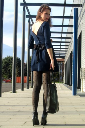 Sisley boots - Stradivarius dress - Stradivarius tights - Mango bag - Zeman belt