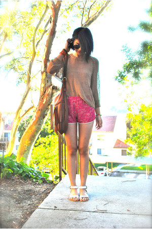 hot pink lace One Rad Girl LA shorts - tawny H&amp;M sweater