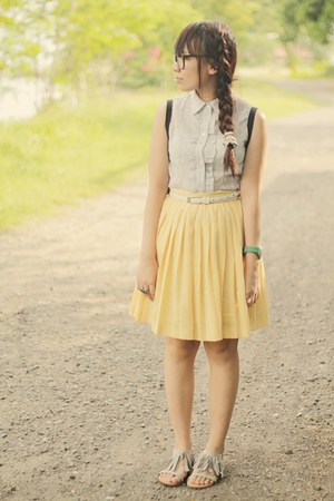 yellow pleated skirt - periwinkle OPA blouse - silver fringed sandals