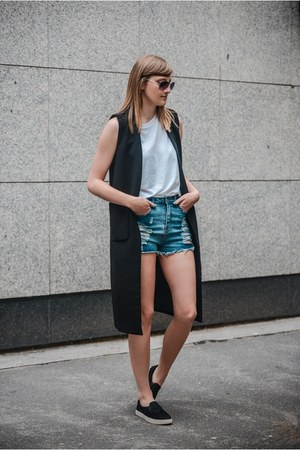 high waisted Young Hungry Free shorts - Front Row Shop vest