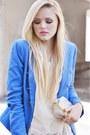 Blue-zara-blazer-beige-isabel-lu-shirt-off-white-bcbg-maxazria-bag-blue-za