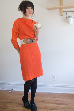 papaya belt - vintage dress - vintage flats