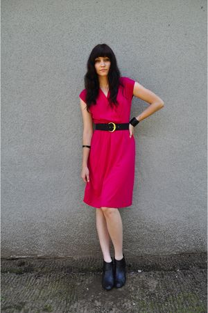 pink vintage dress - black vintage belt - black bracelet - black bracelet - blac