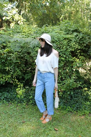 cream woven Forever 21 hat - sky blue boyfriend jeans thrifted vintage jeans