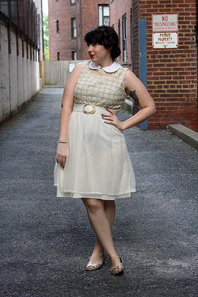 gold vintage belt - ivory dress - silver metalic isaac mizrahi flats