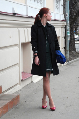 black vintage coat - red lanvin pumps