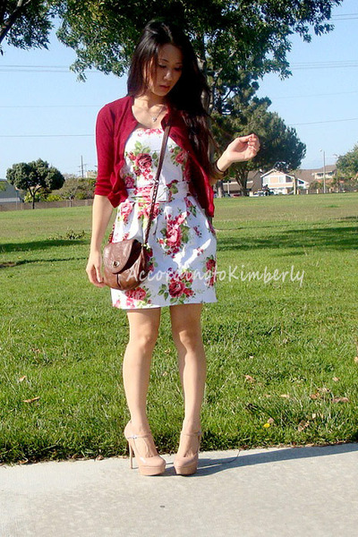 red roses unknown dress - brown crossbody Express bag - red unknown cardigan - b