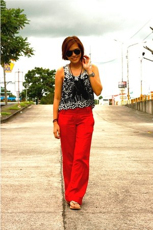 black ourdoorsman Ray Ban sunglasses - red Bayo pants