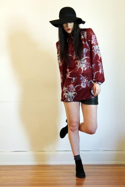 vintage shorts - floral print Outofastrobe vintage blouse
