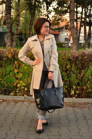 black tote Zara bag - cream trench coat Orsay coat