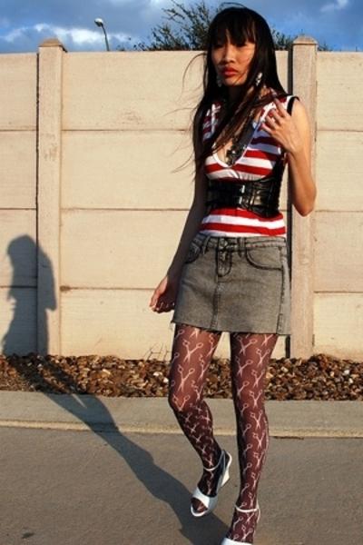 579 belt - Wet Seal skirt - Ross shirt - Secondhand tights - Wet Seal shoes