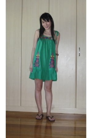 Forever21 dress - Havaianas shoes - BBB handpainted bangle accessories