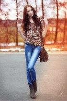 cream animal print vintage shirt - brown cowboy boots - blue washed out jeans