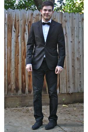 black H&M suit - dark gray H&M shoes - white ruffled Express shirt
