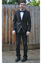 black H&M suit - dark gray H&M shoes - white ruffled Express shirt