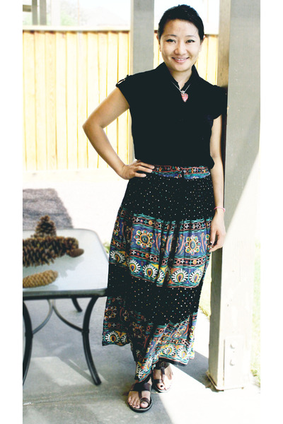 cotten Indian skirt skirt - dark brown Bata sandals