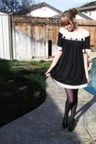 black vintage dress - gray Harve Benard coat - black thrifted shoes - black fing