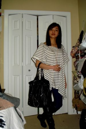 white H&M shirt - blue garage leggings - black Suzy Shier boots - black purse -