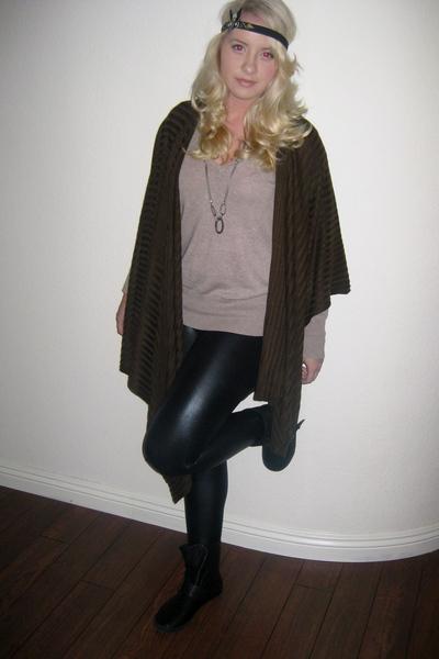 leggings - shirt - boots - necklace