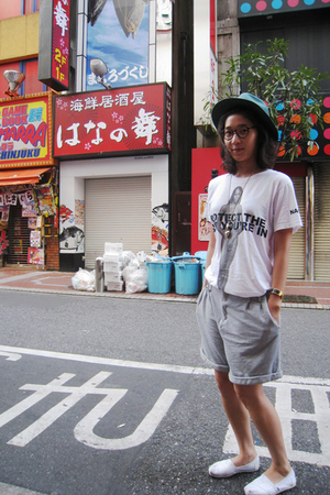 vintage hat - Marc Jacobs t-shirt - Zara pants - TOMS shoes - Topshop accessorie