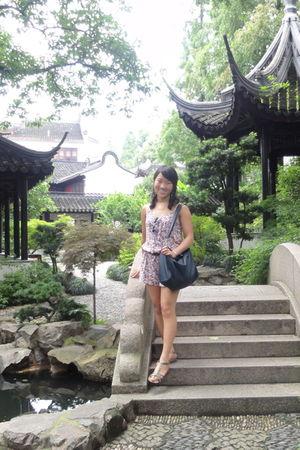 pink random brand top - gray Cole Haan shoes - blue Mango purse - black Topshop