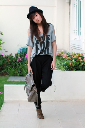 heather gray Forever 21 shirt - camel stuart weitzman boots - black Zara pants