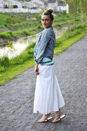 blue denim abercrombie &amp; fitch jacket - white maxi Montreal boutique skirt - tur