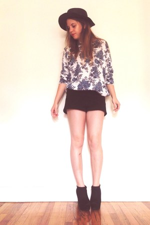 black Aldo boots - black Urban Outfitters hat - black Urban Outfitters shorts