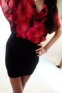 Red-flowered-blouse-black-bandage-skirt-gold-heart-necklace
