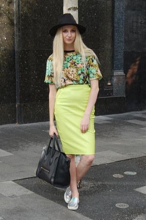 Boohoo hat - Celine bag - Glamorous t-shirt - Quiz flats - Missguided skirt