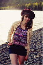 deep purple geometric shirt - maroon hat - navy jean shorts