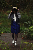 white boots - navy dress - brick red tights