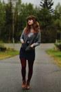 Bronze-boots-navy-dress-silver-love-shirt-crimson-tights