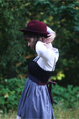 Maroon-hat-light-purple-striped-dress-maroon-tights-white-lace-cardigan